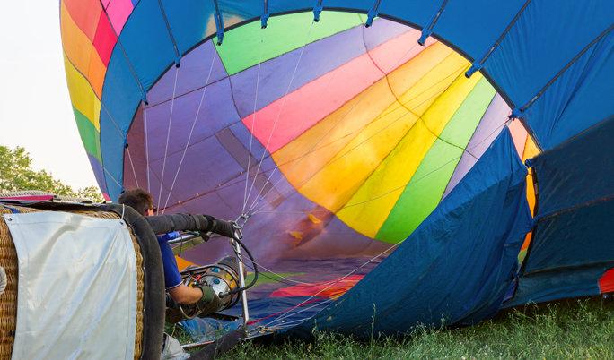 Ballonfahrt mit blauem Himmel in Mühldorf am Inn